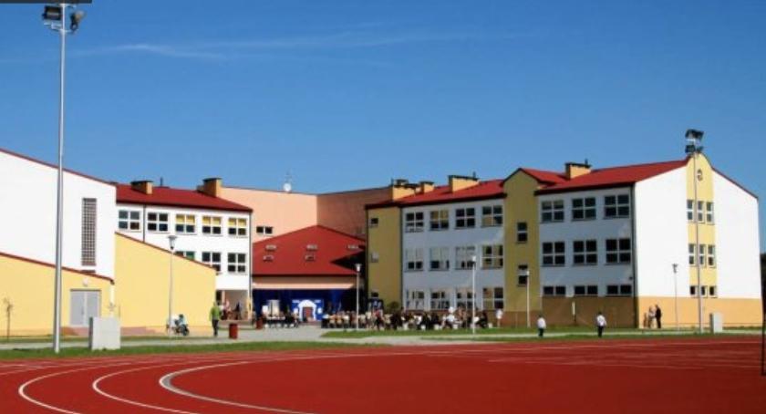 Szkolnictwo, Szkoła średnia budynku gimnazjum Jedna opcji jednak dopiero - zdjęcie, fotografia
