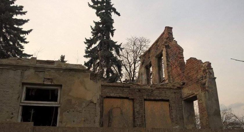 Historia, Willa Topolanka ruinie śmieciach - zdjęcie, fotografia