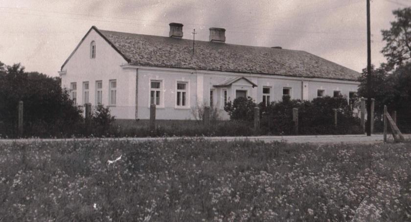 Szkolnictwo, Szkoła wśród lasów wielką historią - zdjęcie, fotografia