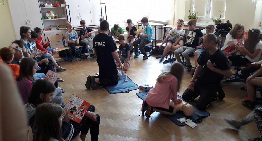 Dokształcanie, Dzieci Białołęki wiedzą udzielać pierwszej pomocy - zdjęcie, fotografia