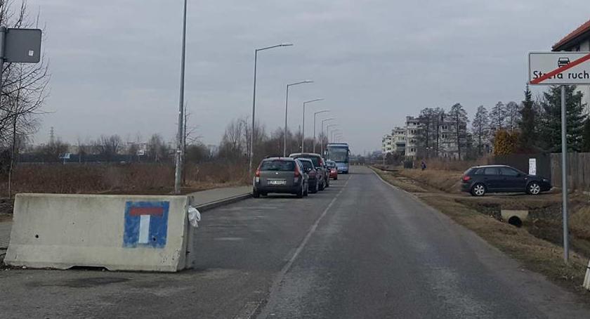 Drogi, Internetowa Gedezyjna Geometryczna drogi prywatne zmorą Zielonej Białołęki - zdjęcie, fotografia