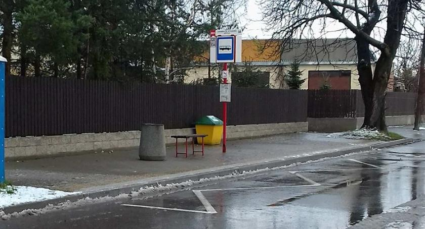 Komunikacja, Wiata przystanku szkole zbędnym luksusem - zdjęcie, fotografia