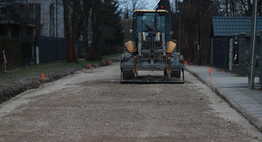 Drogi, Pięć dróg gruntowych nową nawierzchnią Kolejne przyszłym - zdjęcie, fotografia