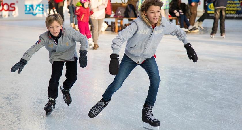 Dzieci i młodzież , Pomimo zapowiedzi wciąż nieczynne białołęckim lodowiskiem - zdjęcie, fotografia