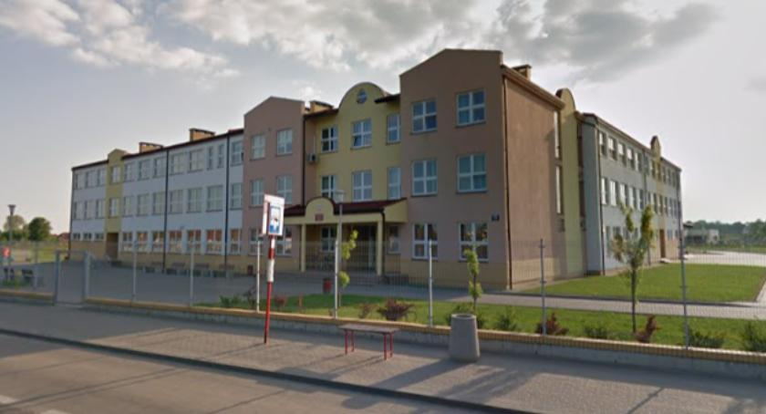 Bezpieczeństwo, dzieci ewakuowanych szkoły Ostródzkiej! - zdjęcie, fotografia