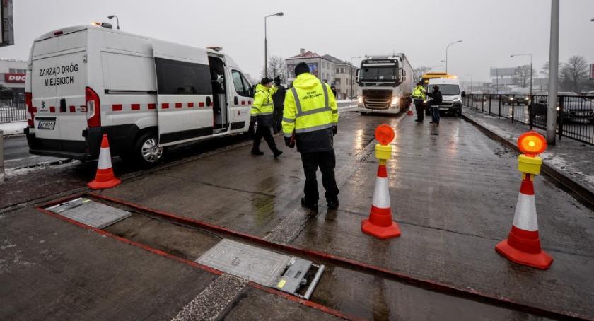 Drogi, Stanowisko kontroli ciężarówek jeszcze Płochocińskiej - zdjęcie, fotografia