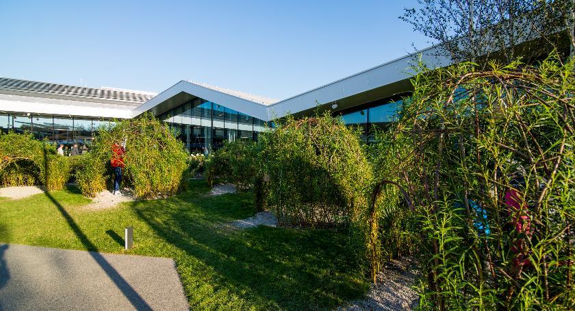 Handel i usługi, Galeria Północna wiosnę otwarciem ogrodu dachu - zdjęcie, fotografia
