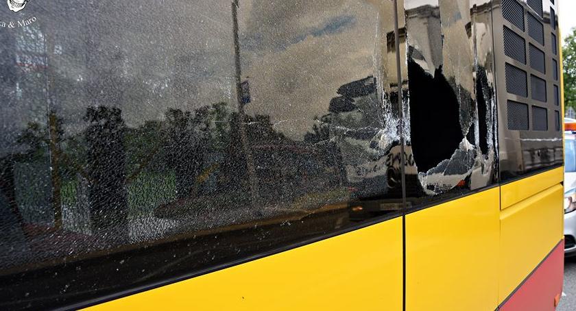 Wypadki, Uszkodził autobus odjechał [ZDJĘCIA] - zdjęcie, fotografia
