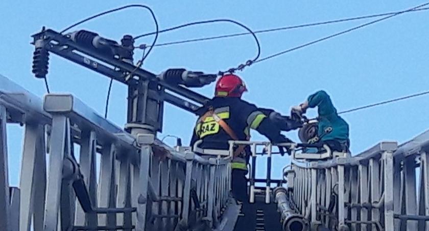 Pożary, Balon przyczyną pożaru Ostródzkiej [ZDJĘCIA straży] - zdjęcie, fotografia