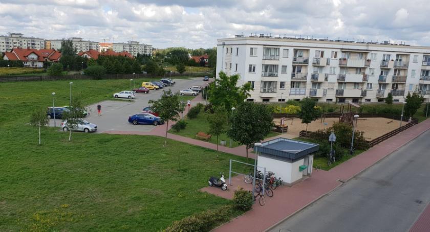 , walka miejsca parkingowe osiedlach Lewandów interwencji straży miejskiej - zdjęcie, fotografia