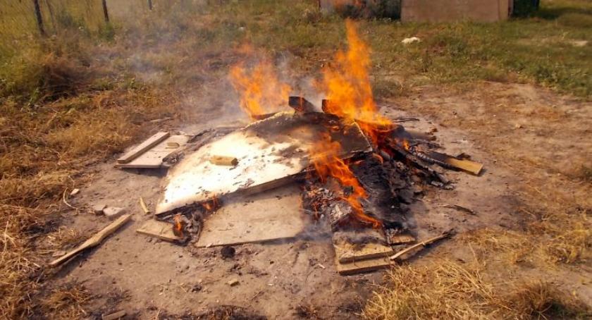 Bezpieczeństwo, Palili odpady Zapłacą karę - zdjęcie, fotografia
