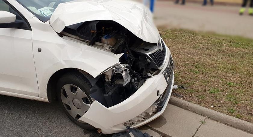 Wypadki, Zderzenie dwóch skrzyżowaniu Modlińskiej Prząśniczek [ZDJĘCIA] - zdjęcie, fotografia