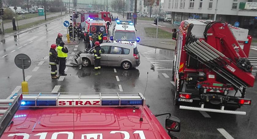 Wypadki, Wypadek skrzyżowaniu Myśliborskiej Porajów Pięć osób rannych [ZDJĘCIA] - zdjęcie, fotografia