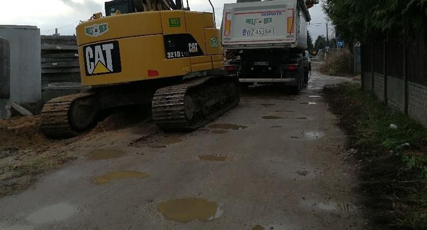 Drogi, Maszyny niszczą ulice Głębockiej Dzielnica występuje zaprowadzenie porządku - zdjęcie, fotografia