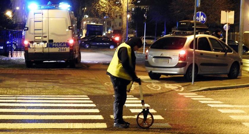 Wypadki, Potrącenie kobiety przejściu - zdjęcie, fotografia