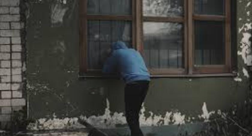 Kradzieże i rozboje, Poszukiwany przez policję wpadł podczas próby kradzieży antyperspirantu - zdjęcie, fotografia