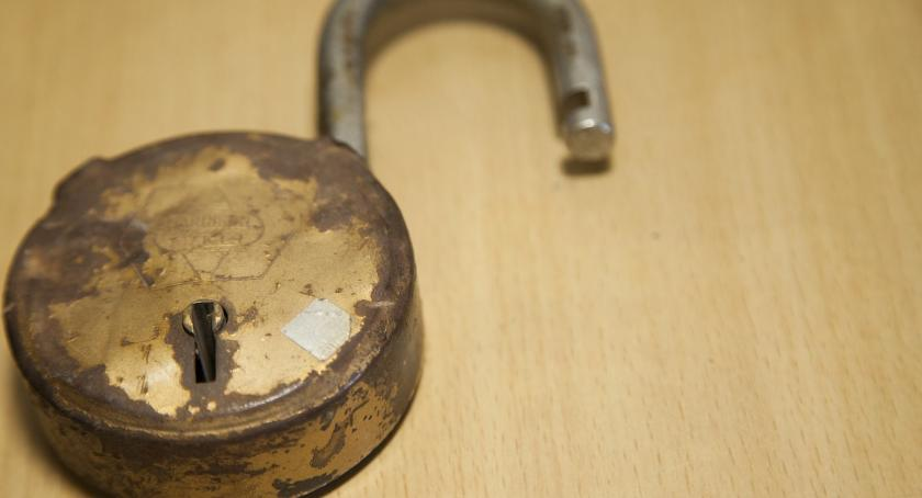 Kradzieże i rozboje, Wzrost liczby włamań Białołęce - zdjęcie, fotografia