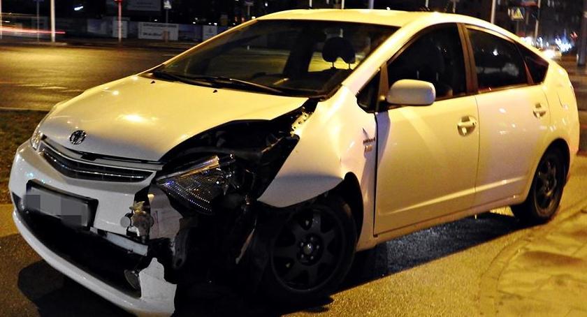 Wypadki, Wjechał latarnię - zdjęcie, fotografia