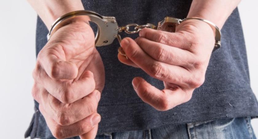 Kradzieże i rozboje, latek okradł babcię złotych - zdjęcie, fotografia
