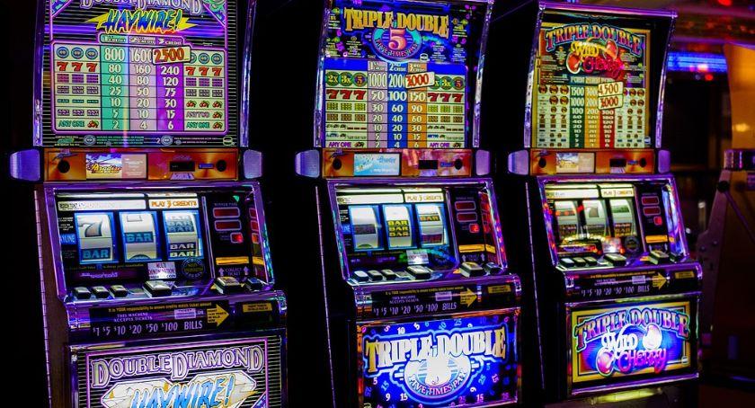 Handel i usługi, Automaty wygrać - zdjęcie, fotografia