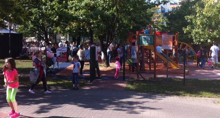 """Szkolnictwo, zabawy podczas """"Wielkiego Pikniku Rodzinnego"""" - zdjęcie, fotografia"""
