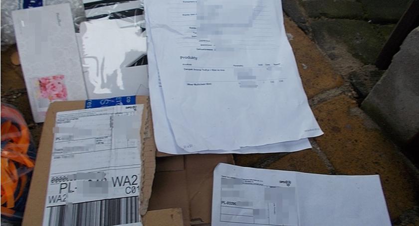 Interwencje, Dokumenty znalazły śmietniku - zdjęcie, fotografia