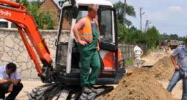 Wiele pytań do MPWiK, a wśród nich najważniejsze: co z dostępem do wody i kanalizacji na Białołęce?