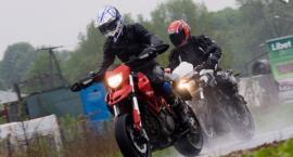 Polewanie jezdni wodą - niebezpieczne pułapki dla motocyklistów na Białołęce