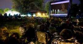 W tym roku kino plenerowe, w przyszłym być może stacjonarne. Zielona Białołęka Kinołęką