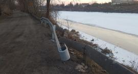 Bariery przy Białołęckiej - gdyby jeszcze ktoś miał wątpliwości, że są potrzebne...Co z ich wymianą?