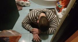 Ukrywał się pod podłogą domu na białołęckim osiedlu