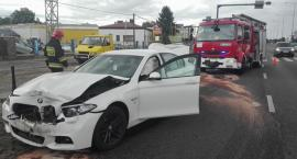 Zderzenie dwóch aut i autobusu na Modlińskiej. Straż publikuje zdjęcia