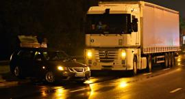 Zderzenie ciężarówki z osobówką na Modlińskiej [ZDJĘCIA]