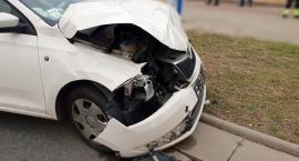 Zderzenie dwóch aut na skrzyżowaniu Modlińskiej z Prząśniczek [ZDJĘCIA]