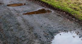 Białołęcki problem z drogami. Które ulice udało się zrobić w tym roku?