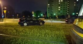 Niebezpieczny wypadek na ul. Światowida. Samochód wjechał w tramwaj