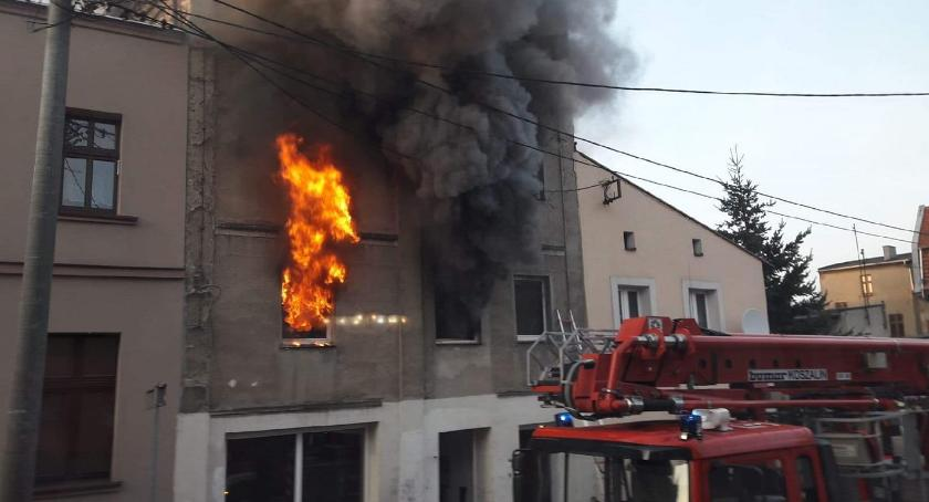 Pożary, Spłonęła kamienica centrum miasta - zdjęcie, fotografia