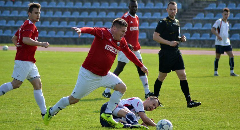 Piłka nożna, rozbita Jabłonowie - zdjęcie, fotografia