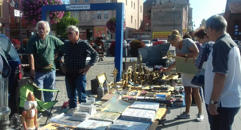 Wydarzenia lokalne, Jarmark staroci wąbrzeskim rynku - zdjęcie, fotografia