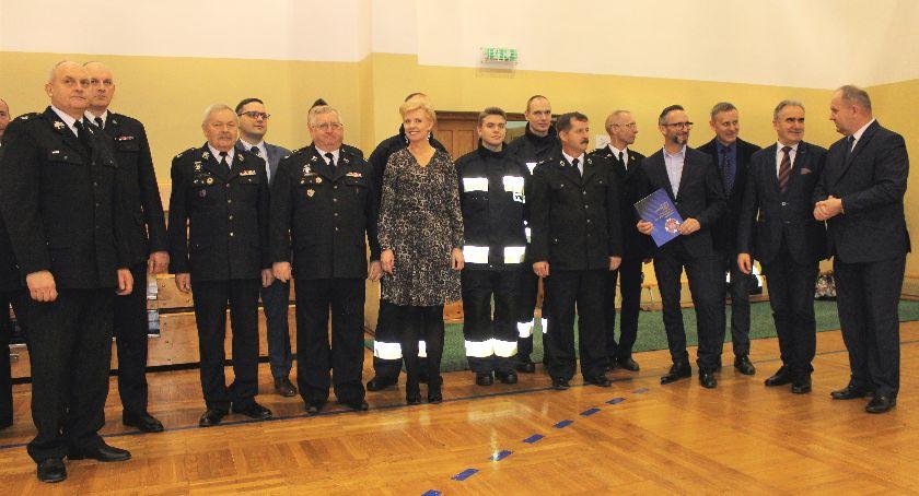 Stowarzyszenia i organizacje, Strażacy ochotnicy wzmocnieni sprzętem - zdjęcie, fotografia