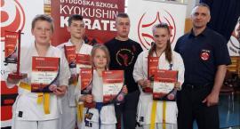 Cztery medale karateków