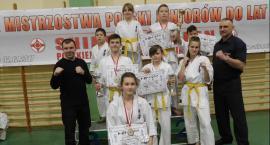 Pięć medali karateków