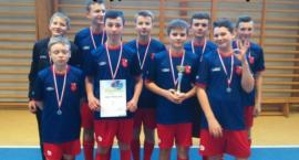Szkółka Piłkarska Książki ze srebrem w Grucie
