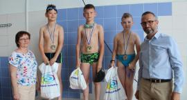 Młodzi pływacy w akcji
