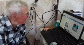 98-latek zaprzecza wykluczeniu cyfrowemu