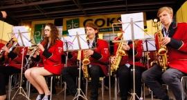 Koncert orkiestr dętych na rynku