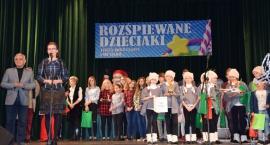 Rozśpiewane dzieciaki na scenie WDK