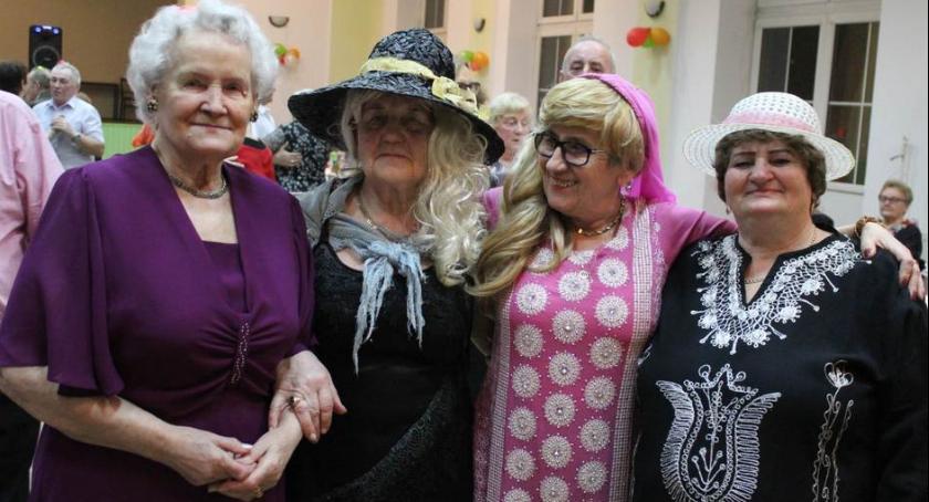 Wydarzenia lokalne, Seniorzy zabawie - zdjęcie, fotografia