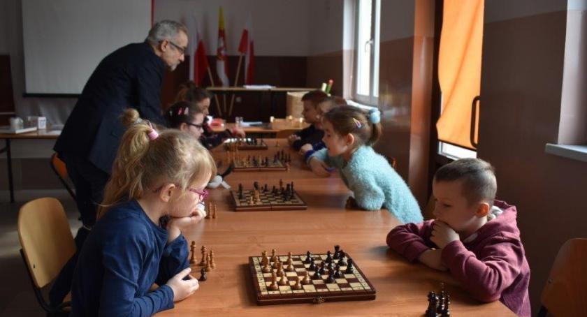 Domy kultury, czasie ferii dzieci nudzą - zdjęcie, fotografia