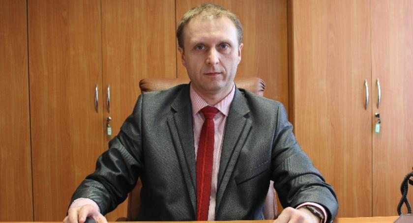 Urzędy, Wójt Dariusz Górski zaorał opozycję - zdjęcie, fotografia